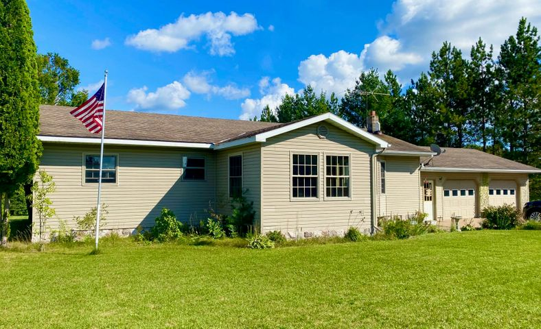 Beautiful 3 bed 1 1/2 bath Ranch style home in the country!
