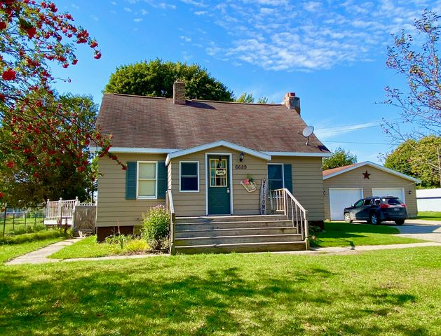 Welcome home! This 3 bedroom 1 1/2 bath is just waiting for new owners.