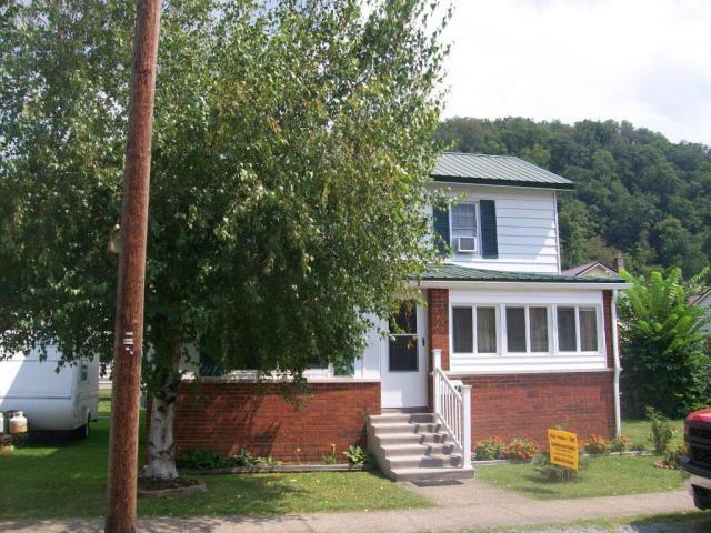 16 Cherry Street, Richwood, WV 26261