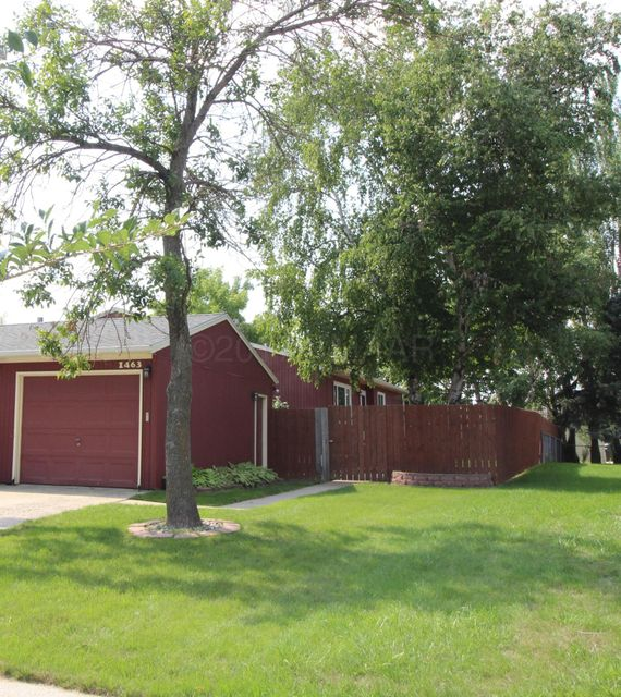 1463 S WEST GATEWAY Circle, Fargo, ND 58103