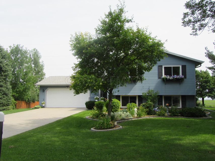 2744 WALNUT Circle, Moorhead, MN 56560