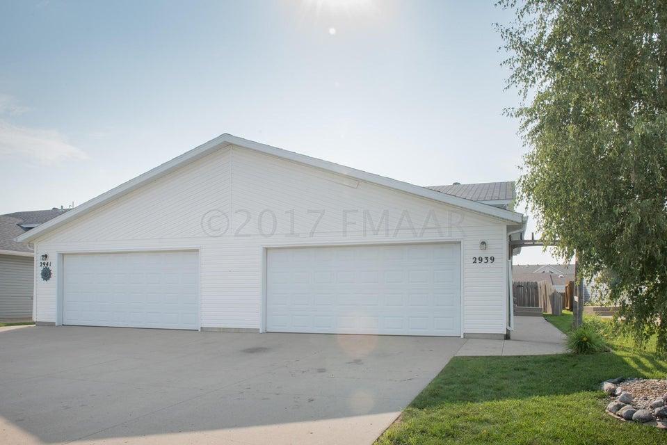 2939 S WHEATLAND Drive, Fargo, ND 58103