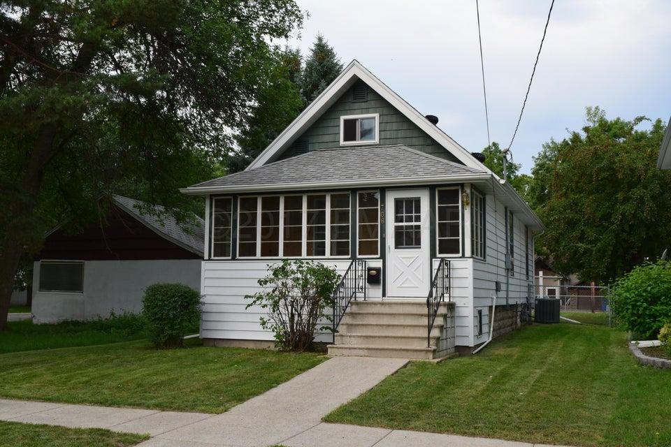 706 N 1ST Street, Fargo, ND 58102