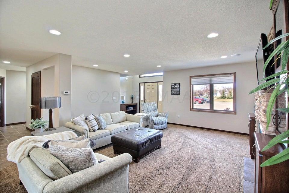 1534 SOMMERSET Drive, West Fargo, ND, 58078 | Park Co. Realtors