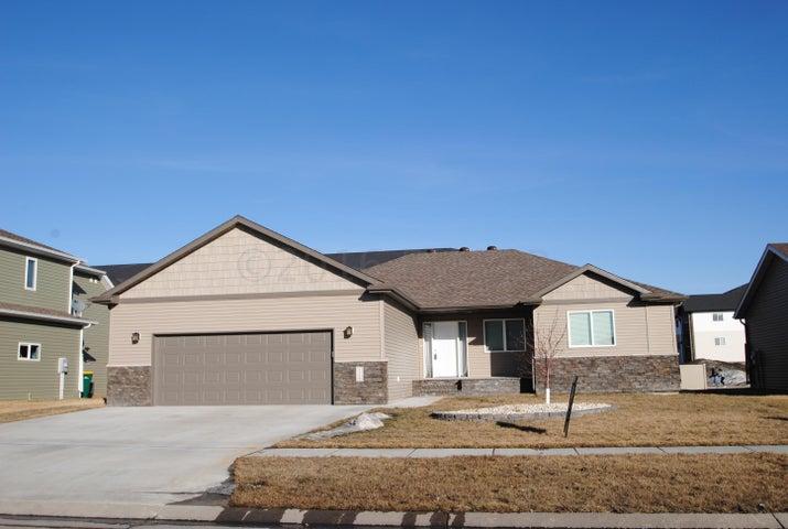 3529 8 St E, West Fargo, ND 58078