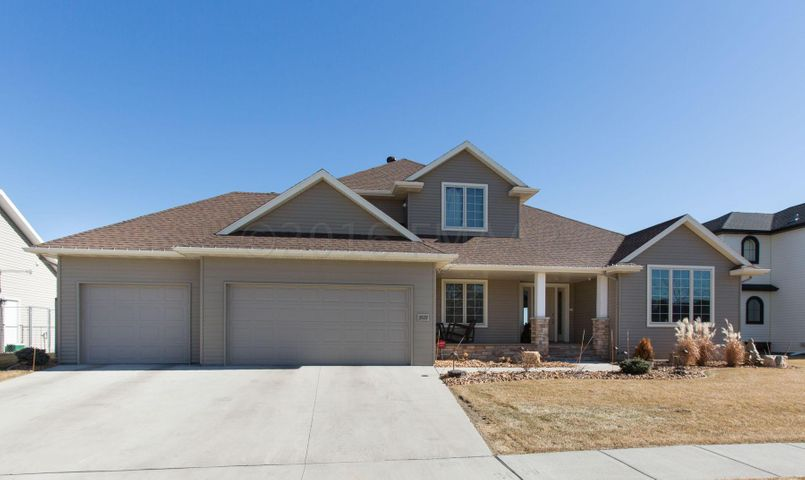 3529 SHADOW WOOD Ln E, West Fargo, ND 58078