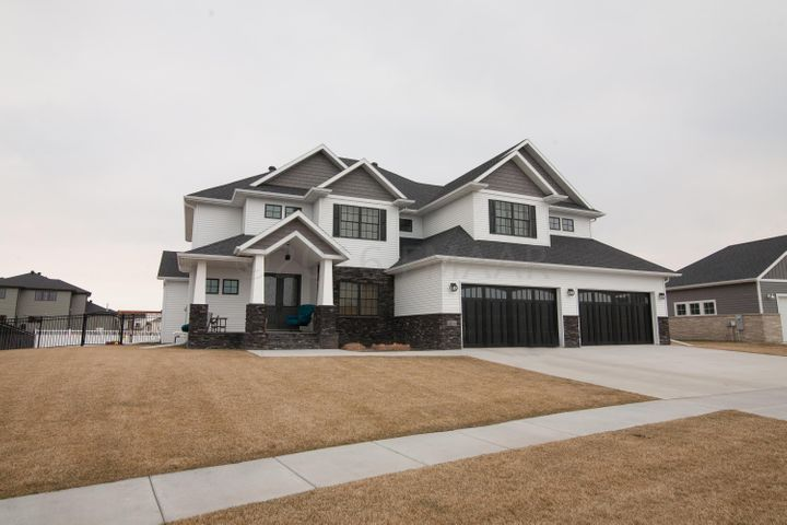 2806 1ST St E, West Fargo, ND 58078