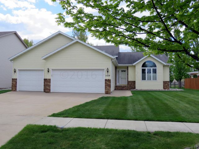 1129 SOMMERSET Place, West Fargo, ND 58078