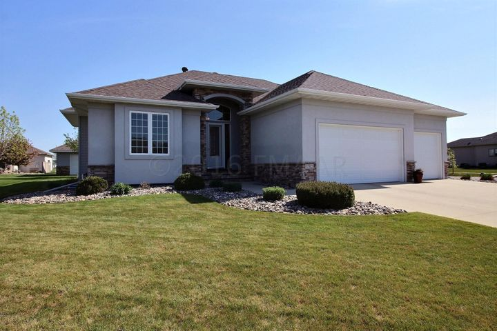 1702 PRINCETON Ln, West Fargo, ND 58078