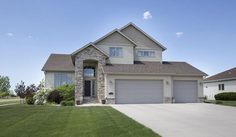 652 PRESCOTT Ln, West Fargo, ND 58078