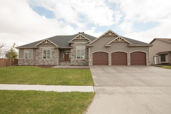 2607 MCLEOD Drive E, West Fargo, ND 58078