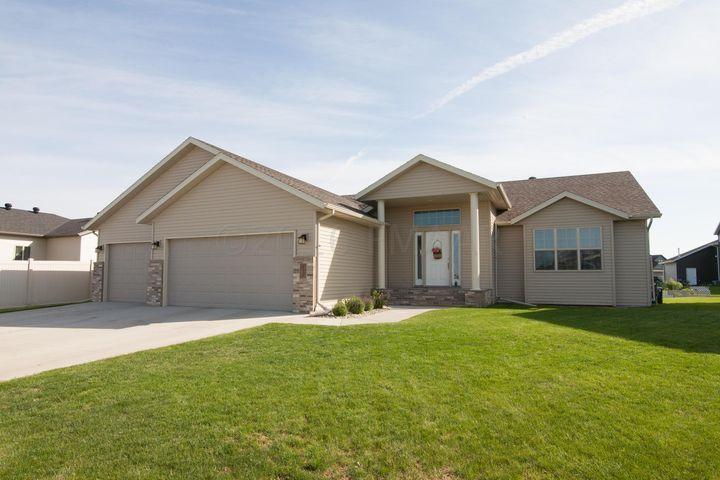 616 47 Avenue W, West Fargo, ND 58078