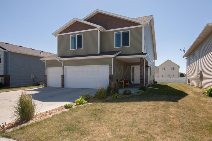 3574 8 Street E, West Fargo, ND 58078