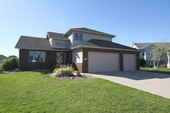 1636 WINSLOW Court, West Fargo, ND 58078