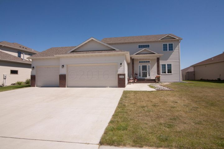 664 18 Avenue E, West Fargo, ND 58078