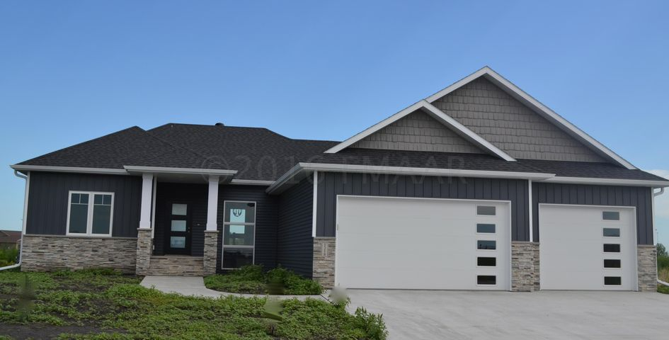 1218 COMMANDER Drive W, West Fargo, ND 58078
