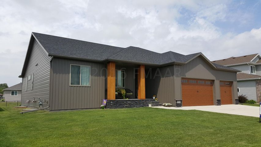 3856 RESERVE Drive E, West Fargo, ND 58078