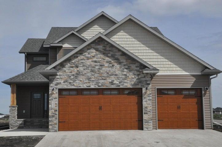 1046 W WILDFLOWER Lane, West Fargo, ND 58078