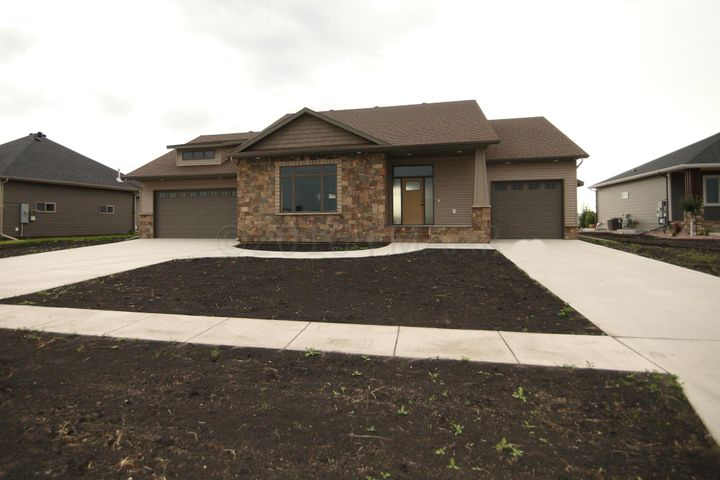 2613 MCLEOD Drive E, West Fargo, ND 58078