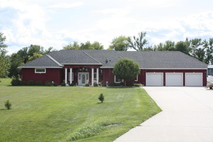 4200 CARMELL Place, West Fargo, ND 58078