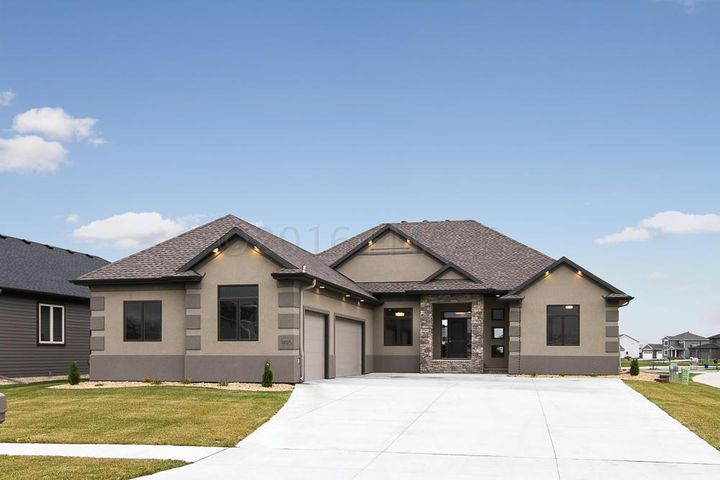 1490 72ND Avenue S, Fargo, ND 58104