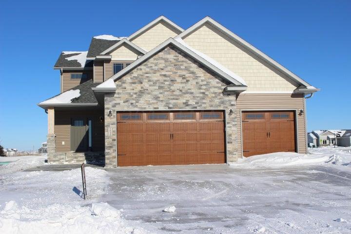 1046 WILDFLOWER Lane W, West Fargo, ND 58078