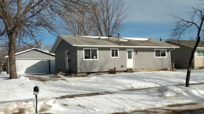 2917 11 Avenue N, Fargo, ND 58102