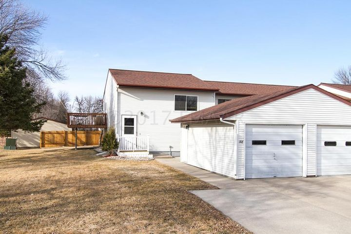 1707 25 Avenue S, Fargo, ND 58103