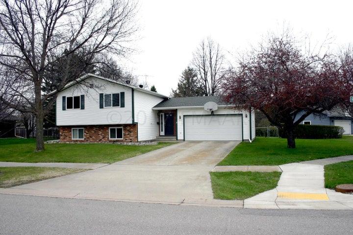 3719 RIVER Drive S, Fargo, ND 58104