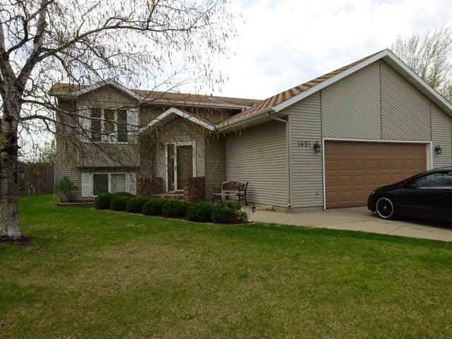 1421 16 Avenue E, West Fargo, ND 58078