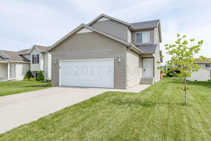 986 39 1/2 Avenue W, West Fargo, ND 58078
