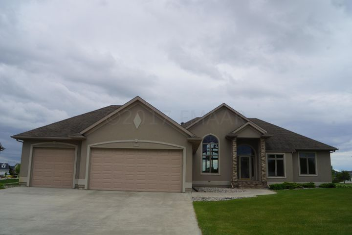 331 EDGEWATER Drive, West Fargo, ND 58078