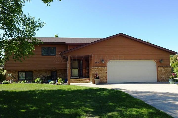 2610 SUNGATE Drive S, Fargo, ND 58103