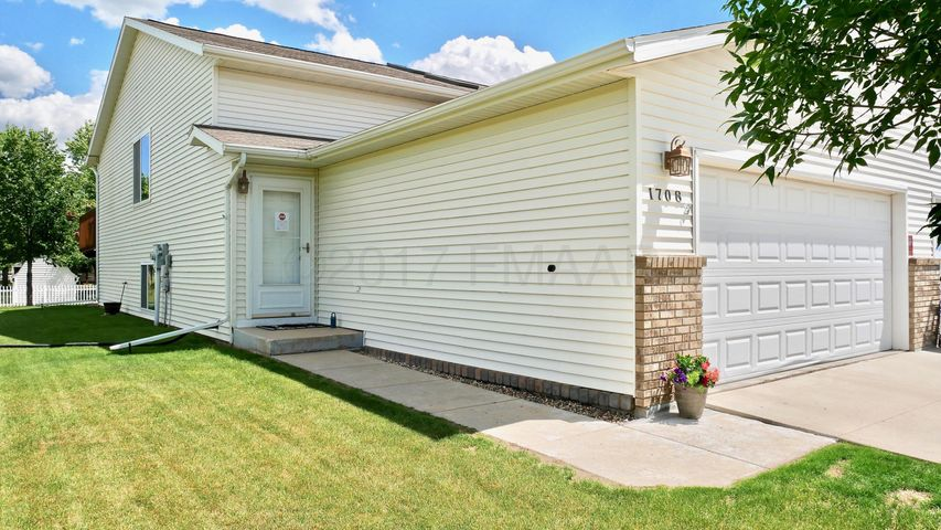 1708 50TH Street S, Fargo, ND 58103