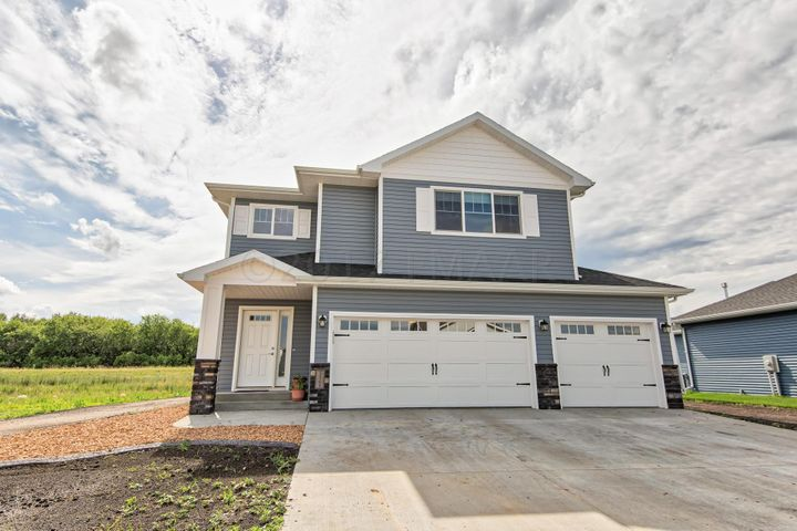 1364 GOLDENWOOD Drive, West Fargo, ND 58078