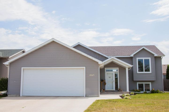 1863 7 Street W, West Fargo, ND 58078