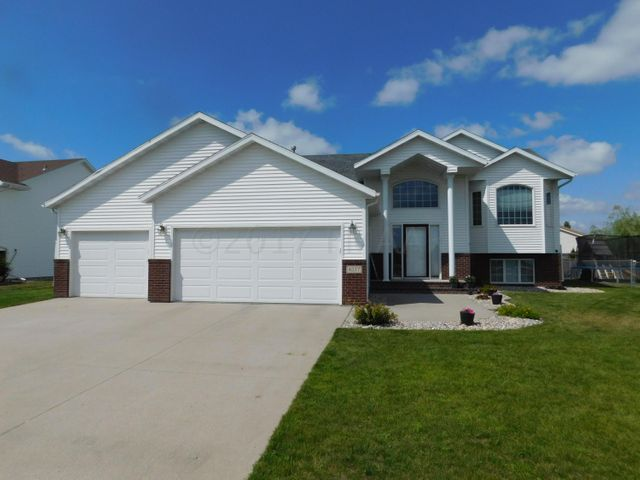 4237 35 Avenue S, Fargo, ND 58104