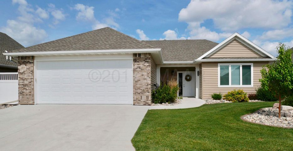 777 VILLA PARK Way, West Fargo, ND 58078