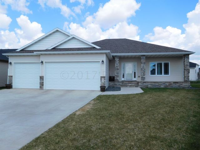 3419 LOBERG Lane E, West Fargo, ND 58078