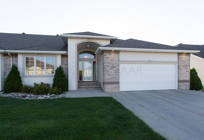 1831 CYPRESS Way, West Fargo, ND 58078