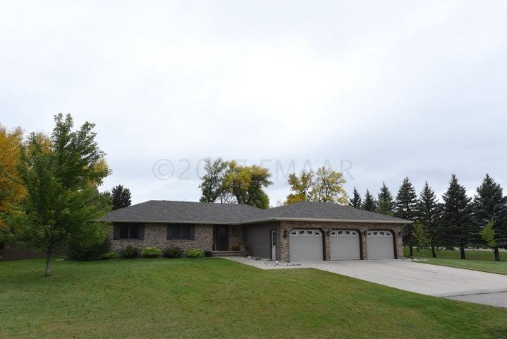 1326 64 Avenue N, Fargo, ND 58102