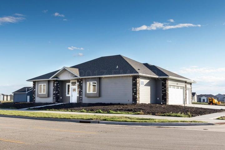 3693 CORDOVA Loop S, Fargo, ND 58104