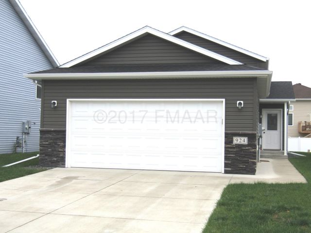 924 30 Avenue W, West Fargo, ND 58078