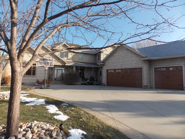 A gorgeous 6 Bedrooms, 5 Bathrooms, 6477 sq ft home!