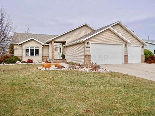 2909 38 1/2 Avenue S, Fargo, ND 58104