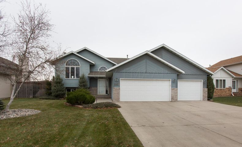 2907 32 Street S, Fargo, ND 58103