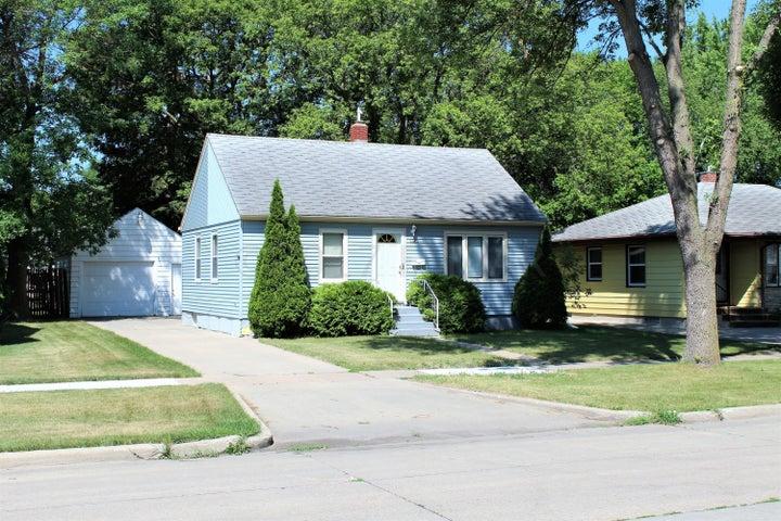 1545 14 Street S, Fargo, ND 58103