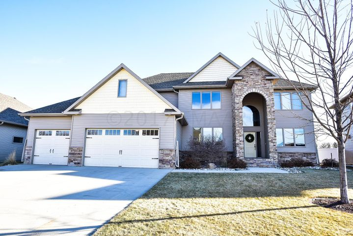 3629 HIDDEN Circle, West Fargo, ND 58078
