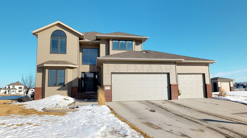 1917 BURLINGTON Drive, West Fargo, ND 58078