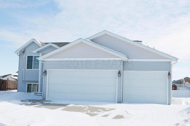 3686 POLK Street S, Fargo, ND 58104